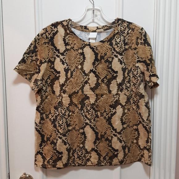 3 for 20! 🛍️ NWOT snakeskin t shirt